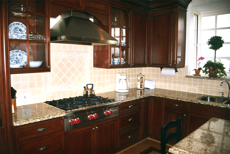 cherry stained kitchen cabinets