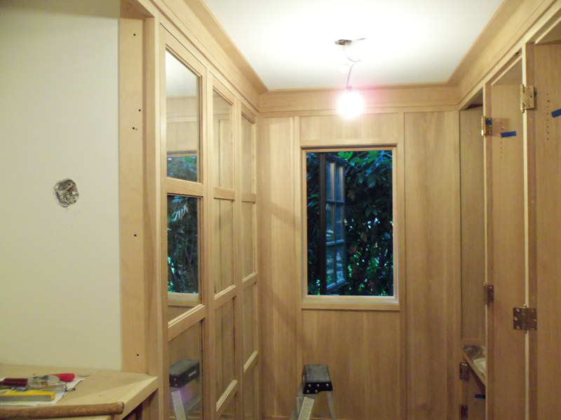 Closet with mirror on doors