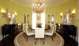 Dining room with radius crown