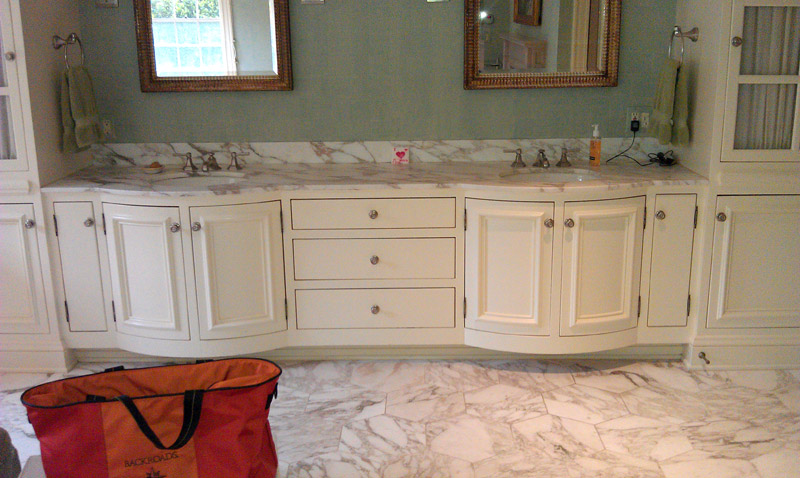 His and hers vanity with radius doors