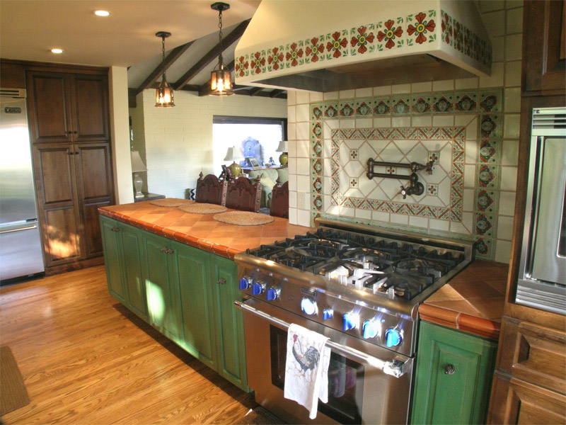 Kitchen cabinets with combination paint and stain