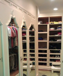 Painted closet with mirror doors